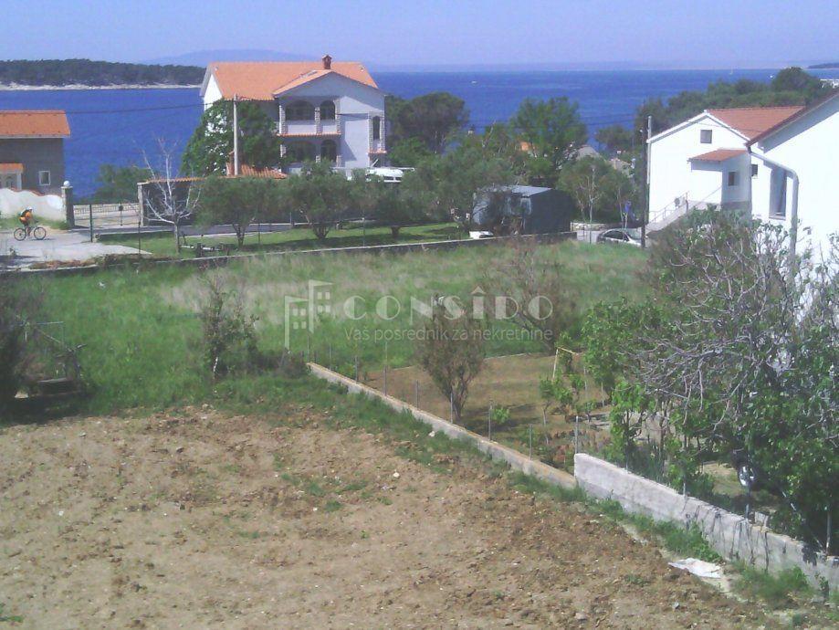 Rab, Banjol, atraktivan građevinski teren u blizini mora