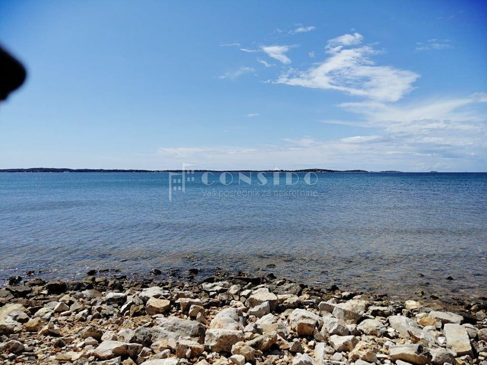 Fažana, Građevinsko zemljište na samom moru sa namjenom T1,T2.T3
