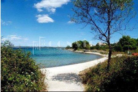 Otok Zlarin, građ. zemlj. na predjelu Oštrica, 40 m od mora