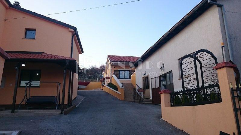 Čavle - gospodarska kuća s parkingom, za uređenje