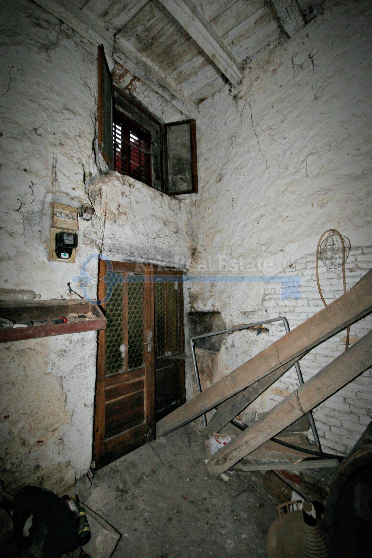 OTOK KRK - KRK - LOKAL U STAROJ JEZGRI GRADA