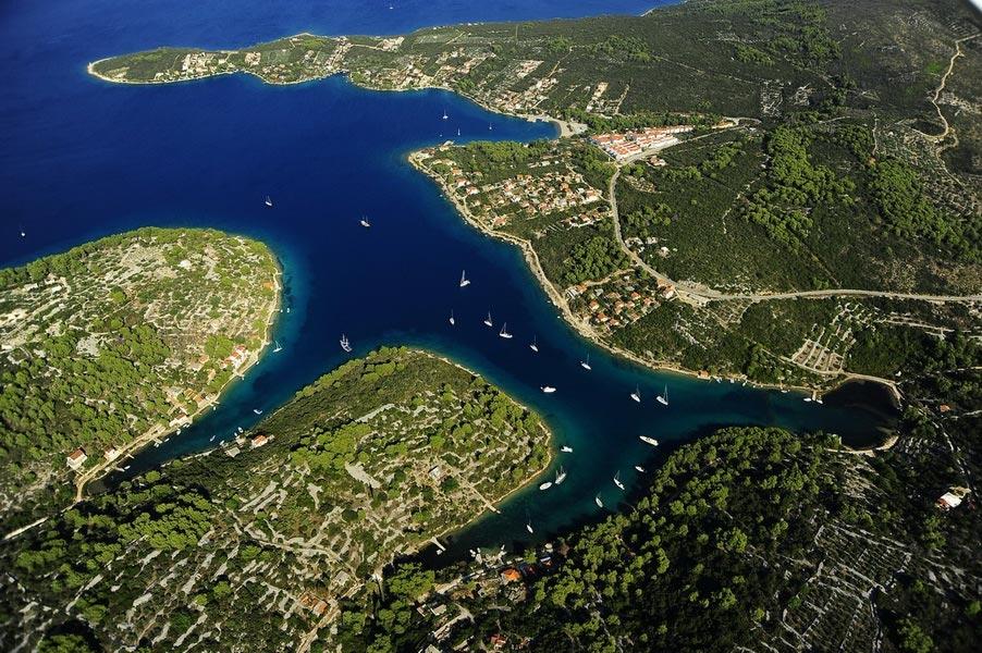 Šolta, Nečujam: 11 000m2 građevinskog zemljišta prvi red uz more