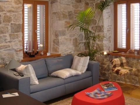Dvoetažni stan u Dioklecijanovoj palači,120 m2,predivan panoramski pogled na Split i more