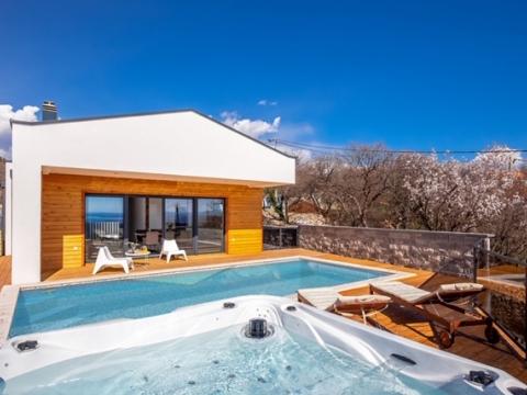 Kostrena - moderna prizemnica prekrasnog interijera, bazen