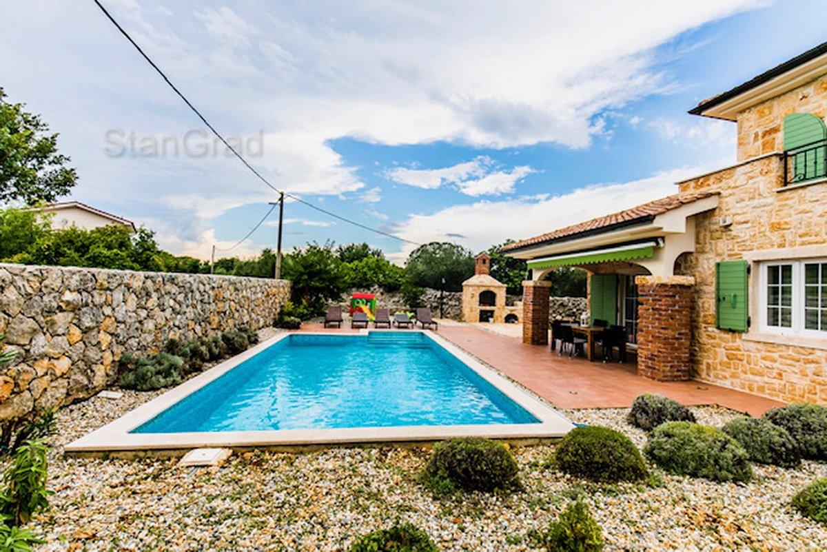 Krk, okolica, nova kamena vila s bazenom