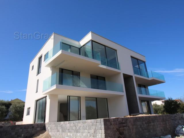 Malinska, novi predivan apartman s otvorenim pogledom, 150 m od mora